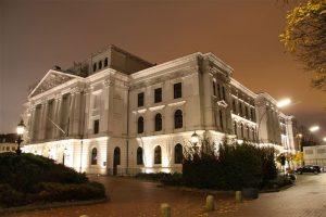 Rathaus Altona bei Nacht