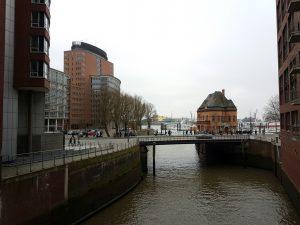 Kehrwiederspitzen Hochhaus und Wache der Hafenpolizei