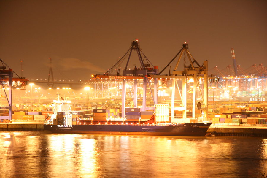 Photo of Containerterminal Burchardkai Von hier exportiert Deutschland in die ganze Welt