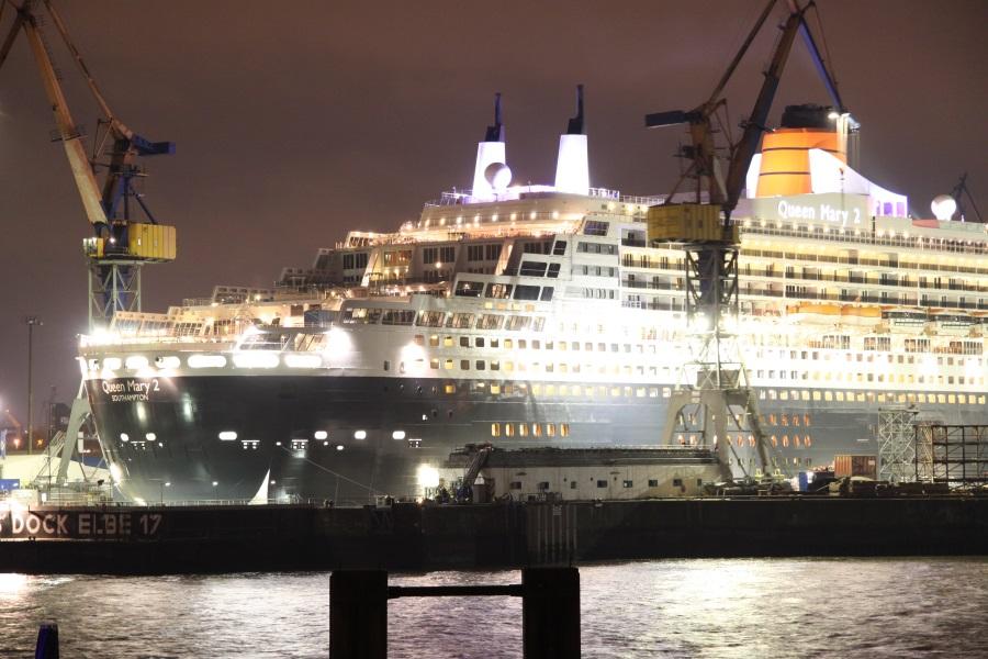 Blohm und Voss Queen Mary 2 im Dock 17