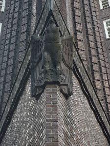 Stirnseite mit Condor