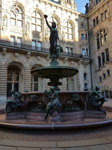 Weibliche Hygieia Bronzestatue