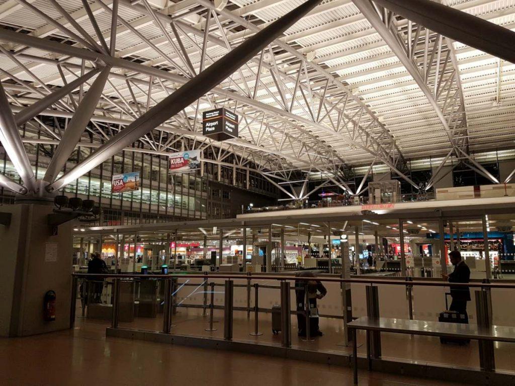 Airport Plaza innen
