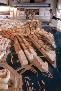 Hafencity Westseite mit der Kehrwiederspitze