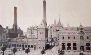 Kesselhaus und Maschinenzentral-Station (rechts)