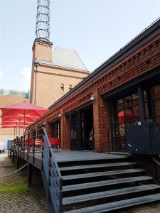 Terrasse mit Cafe an der Nordseite